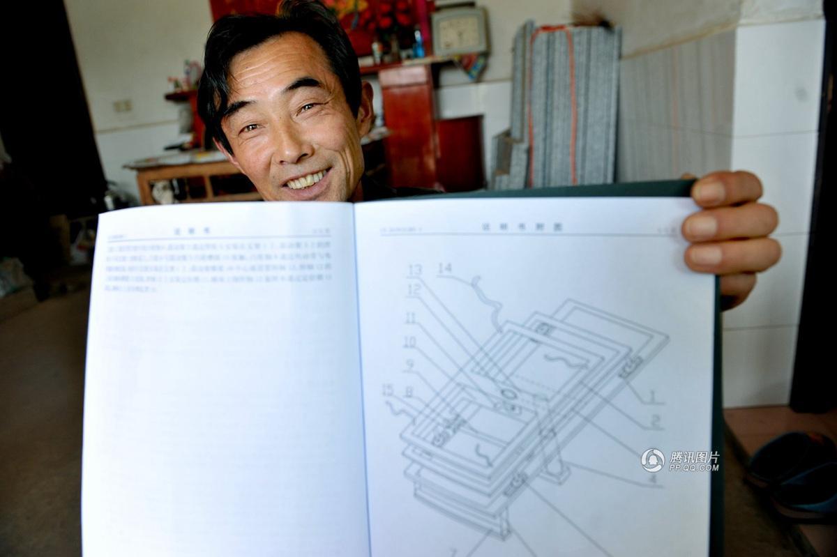 Agricultor chinês inventa cama de remoção de pedra nos rins para sua esposa
