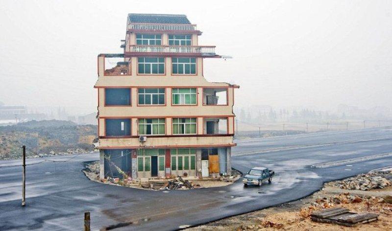 Rodovia chinesa construída em volta de uma casa, cujos donos se recusam a mudar 07