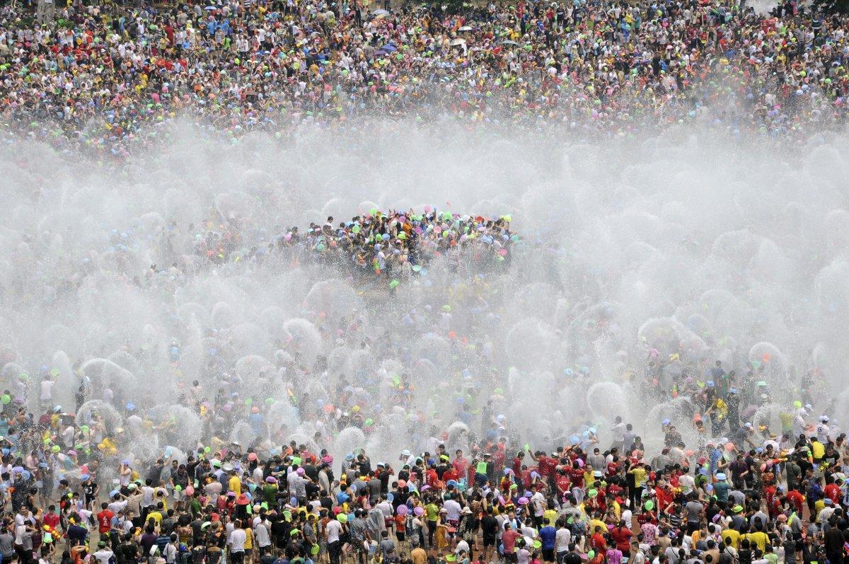 22 fotos que mostram como a China está botando gente pelo ladrão 17