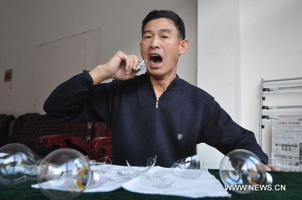 Chinês comedor de lâmpadas 01
