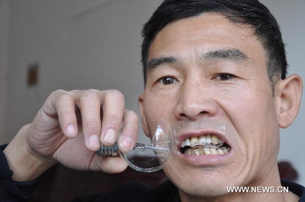 Chinês comedor de lâmpadas 03