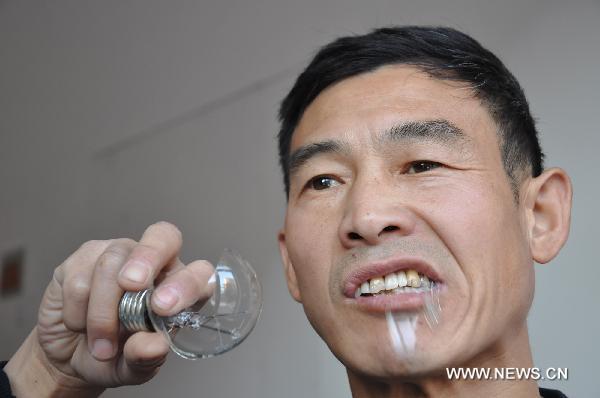 Chinês comedor de lâmpadas 04