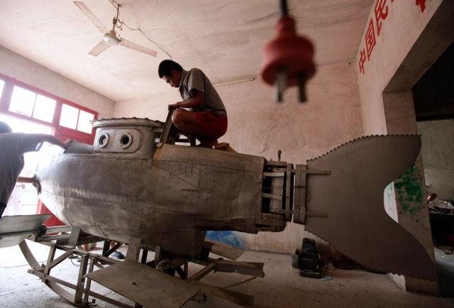 Chinês constrói mini-submarino 02