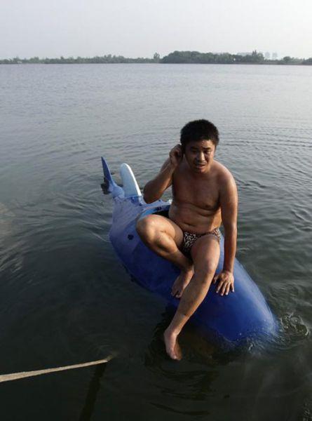 Chinês constrói mini-submarino 06