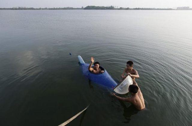 Chinês constrói mini-submarino 09