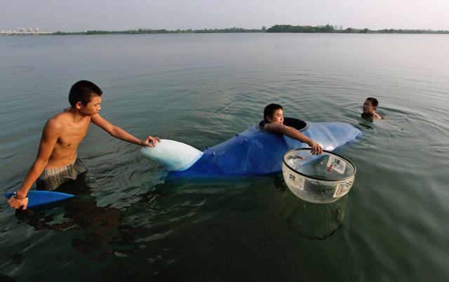 Chinês constrói mini-submarino 10