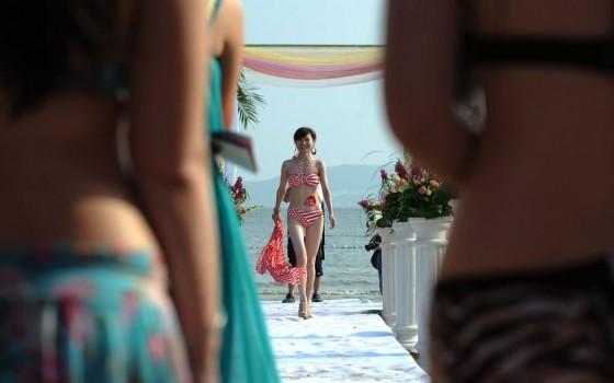 Evento promove encontro entre milionários e candidatas a namoradas 02