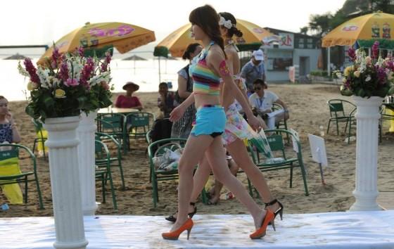 Evento promove encontro entre milionários e candidatas a namoradas 09