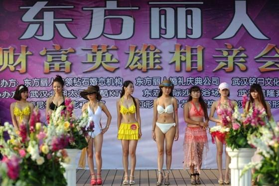 Evento promove encontro entre milionários e candidatas a namoradas 13