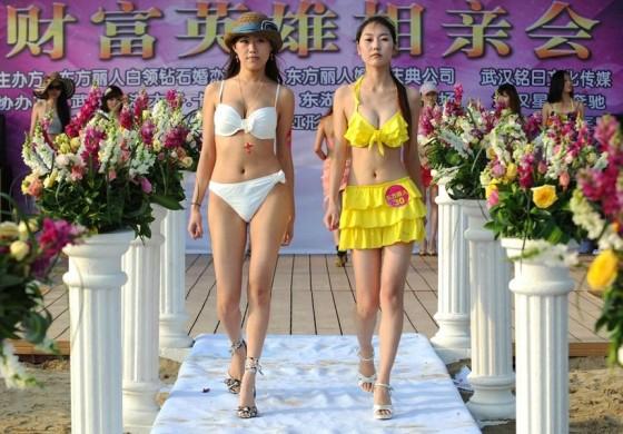 Evento promove encontro entre milionários e candidatas a namoradas 15