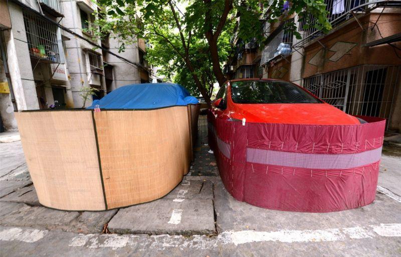 Saiba o que levou os motoristas desta cidade chinesa a tampar assim a seus carros 08