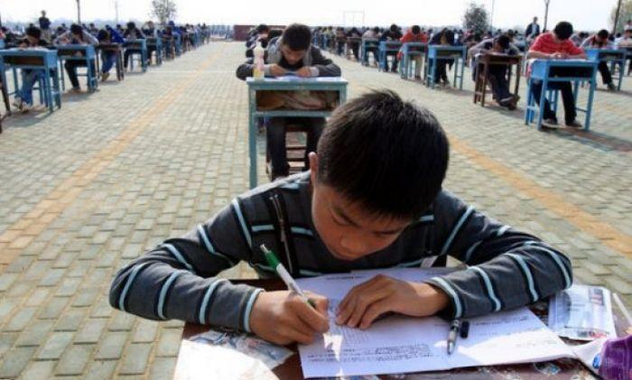 Como os professores chineses fazem para prevenir cola nas provas
