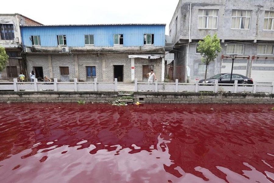 Rio na China fica misteriosamente vermelho da noite para o dia 02