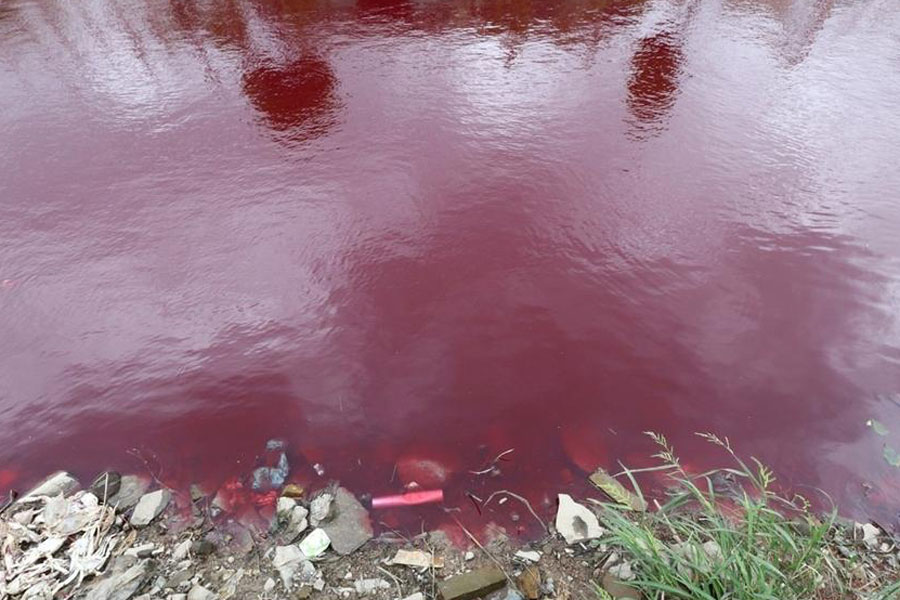 Rio na China fica misteriosamente vermelho da noite para o dia 05