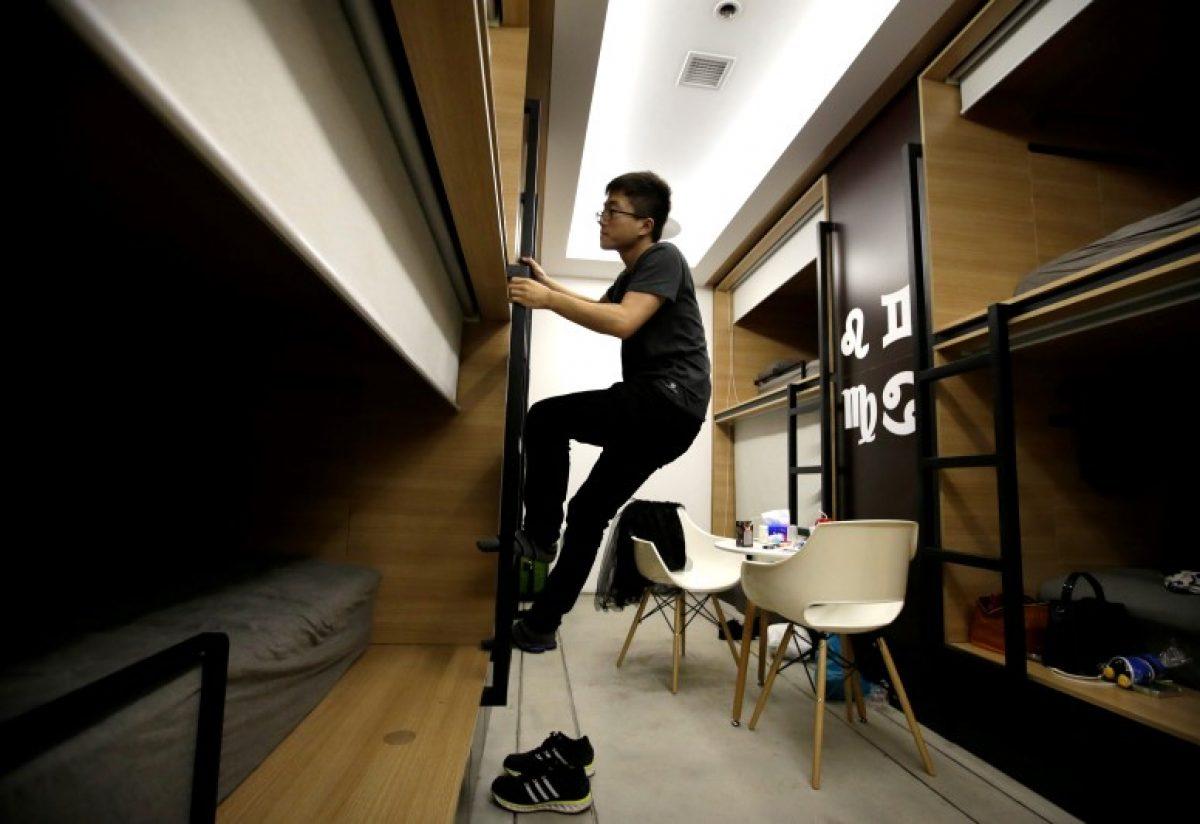 Os viciados em trabalho chineses comem e dormem em seus escritórios 04