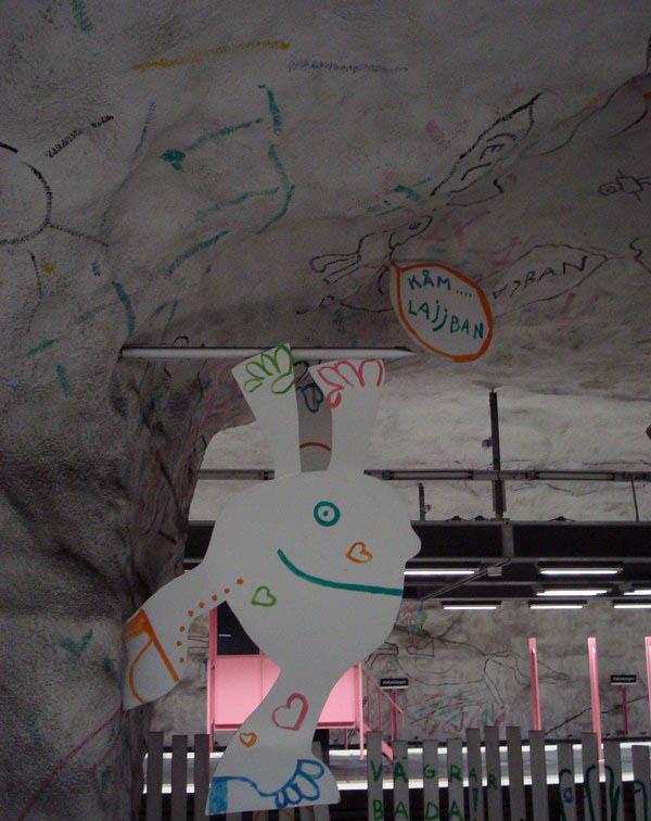 Metrô de Estocolmo: a galeria de arte mais longa do mundo 08
