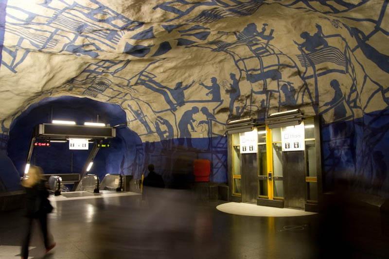 Metrô de Estocolmo: a galeria de arte mais longa do mundo 13