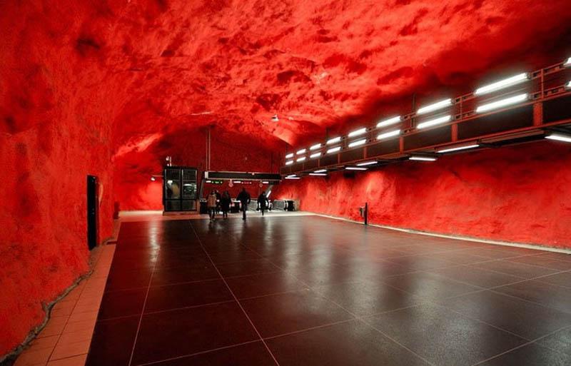 Metrô de Estocolmo: a galeria de arte mais longa do mundo 16