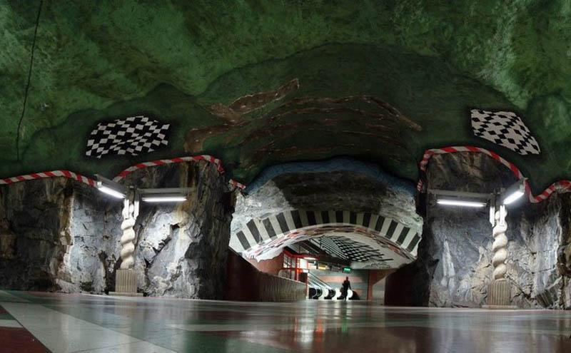 Metrô de Estocolmo: a galeria de arte mais longa do mundo 28