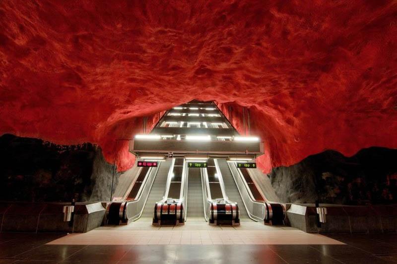 Metrô de Estocolmo: a galeria de arte mais longa do mundo 32