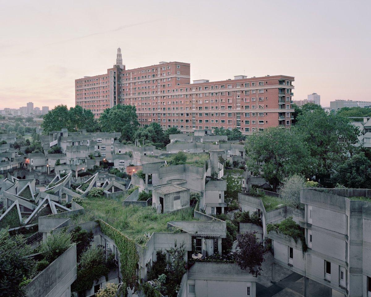 Conjuntos habitacionais esquecidos de Paris documentados por Laurent Kronental 04