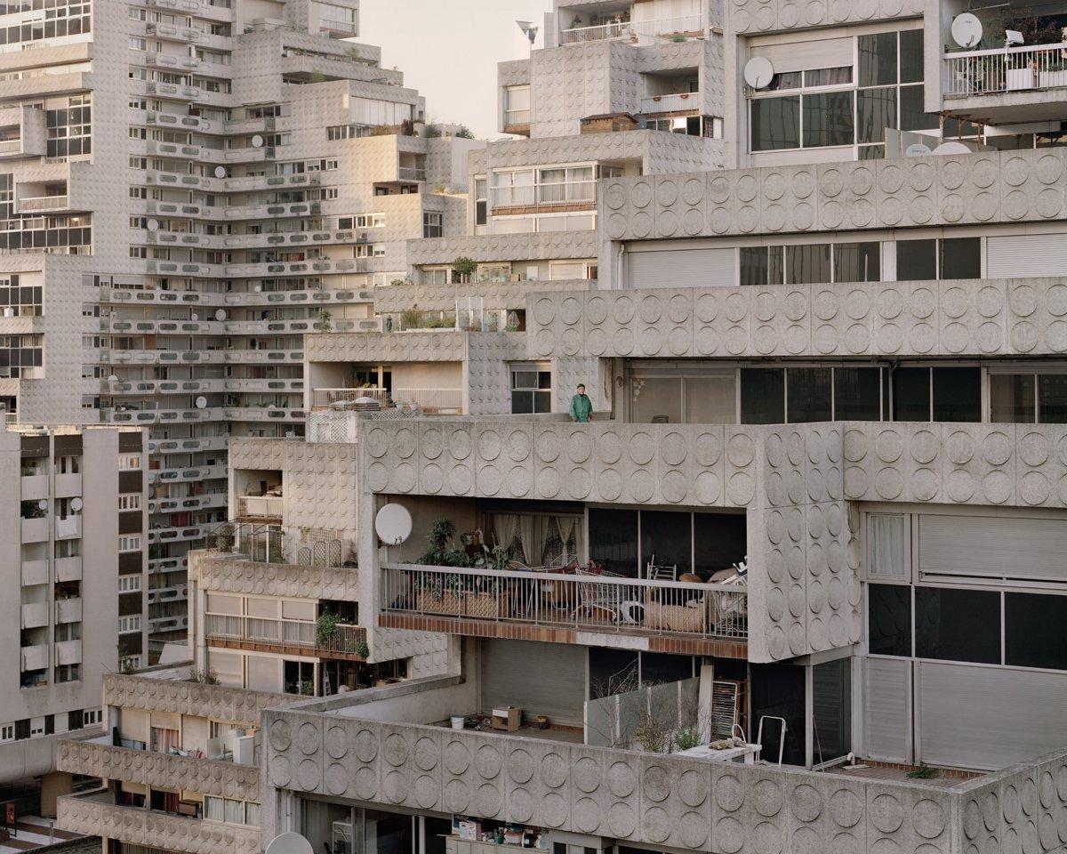 Conjuntos habitacionais esquecidos de Paris documentados por Laurent Kronental 16