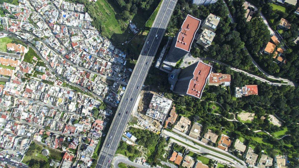 Um drone capturou essas fotos chocantes da desigualdade na maior cidade do México 03
