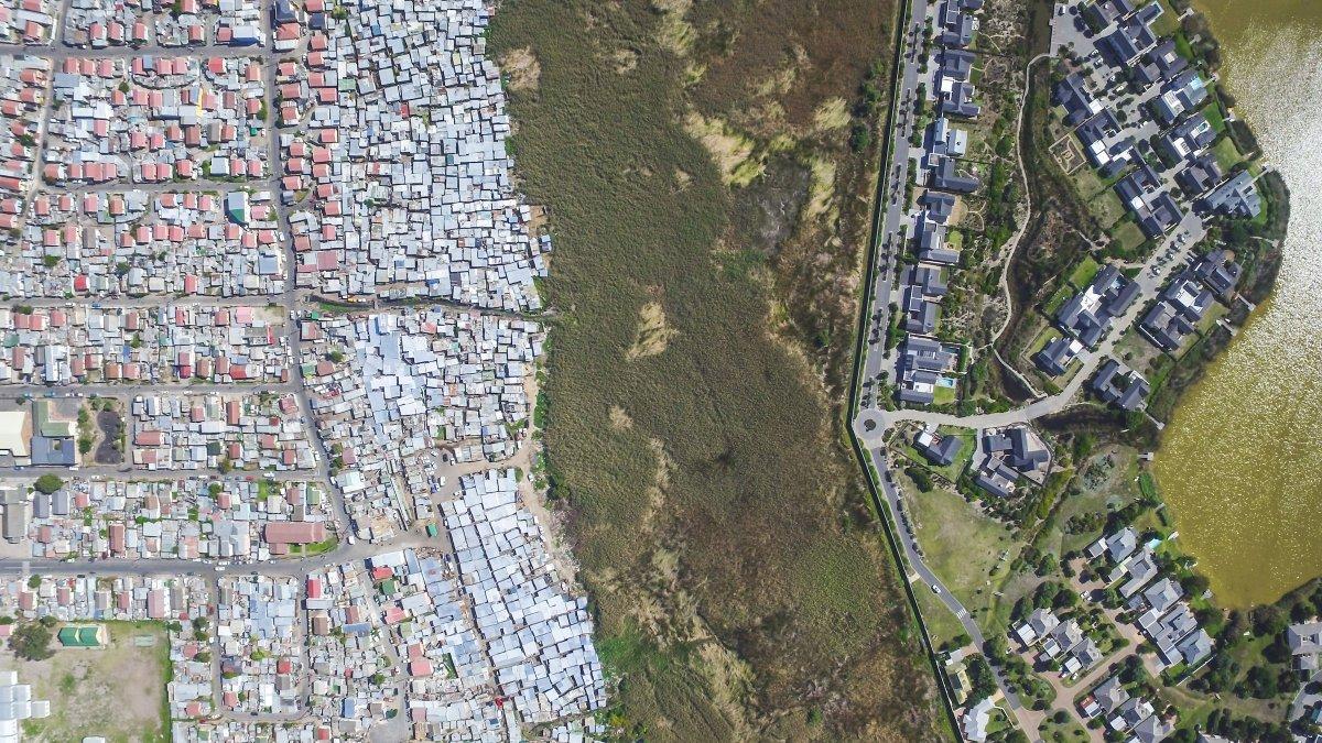 As linhas que dividem ricos e pobres captadas por um drone 03