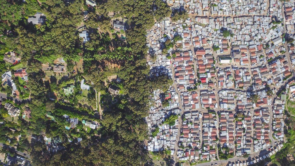 As linhas que dividem ricos e pobres captadas por um drone 05