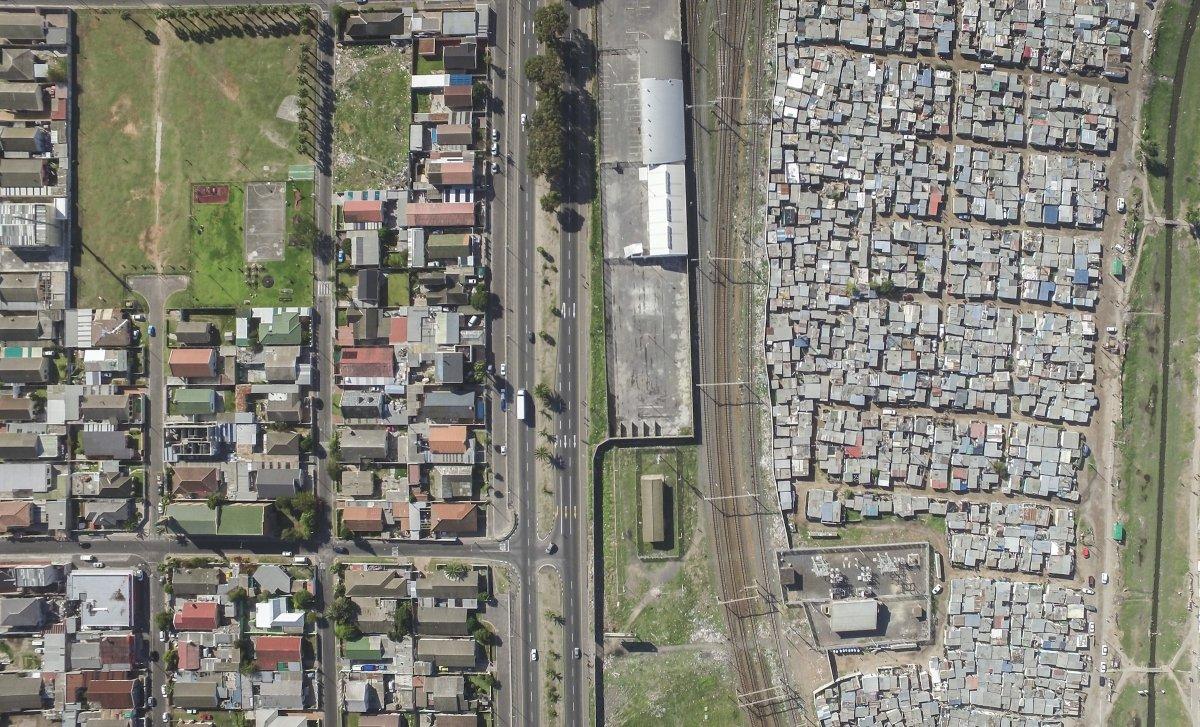 As linhas que dividem ricos e pobres captadas por um drone 07