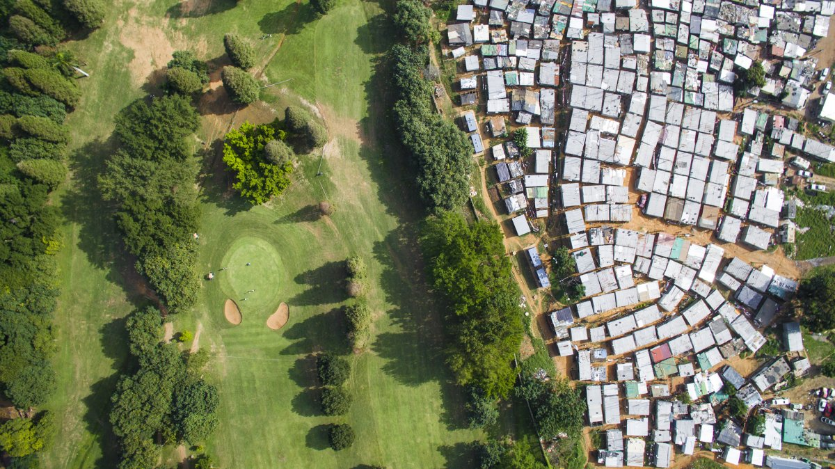 As linhas que dividem ricos e pobres captadas por um drone 09