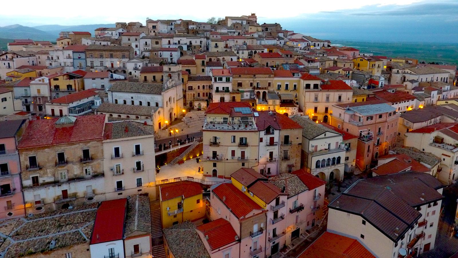 Quer viver na Itália? A cidade de Candela está pagando para quem quiser mudar para lá 02