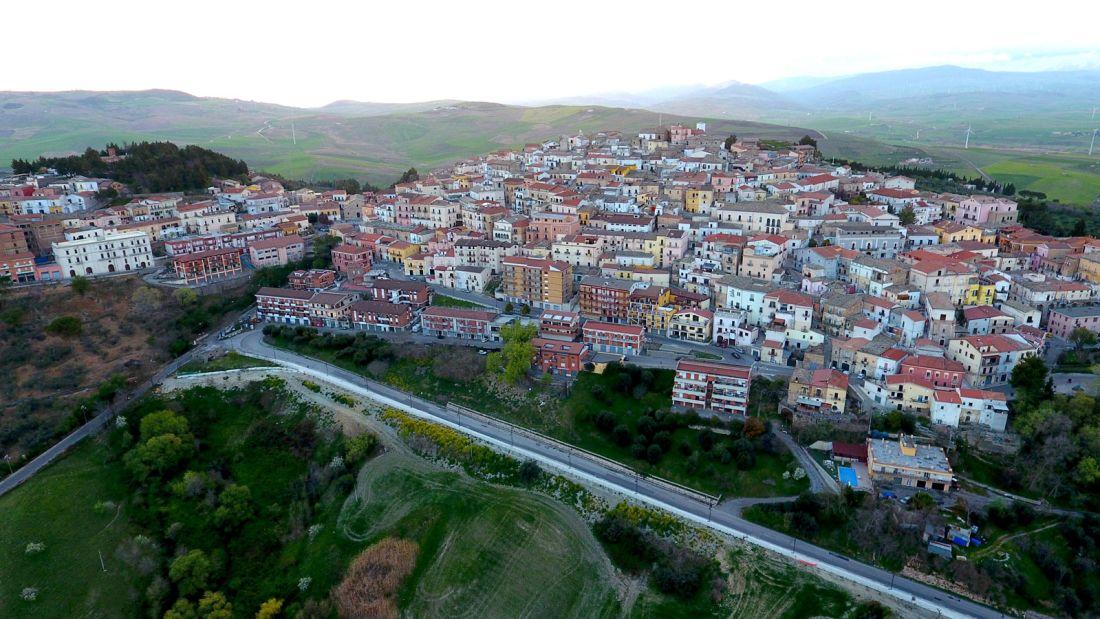 Quer viver na Itália? A cidade de Candela está pagando para quem quiser mudar para lá 03
