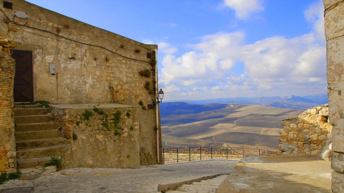 Quer viver na Itália? A cidade de Candela está pagando para quem quiser mudar para lá 05