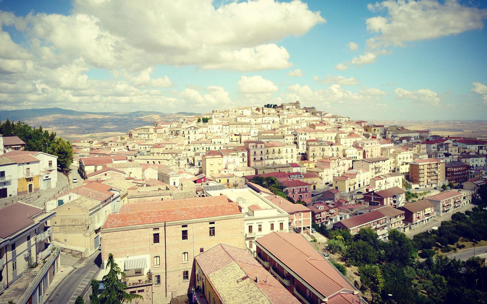 Quer viver na Itália? A cidade de Candela está pagando para quem quiser mudar para lá 06