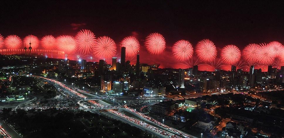 Kuwait celebra jubileu de ouro gastando 32 milh�es de reais s� em fogos 02