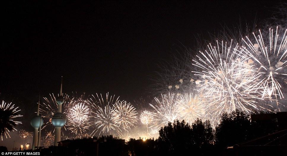 Kuwait celebra jubileu de ouro gastando 32 milh�es de reais s� em fogos 11