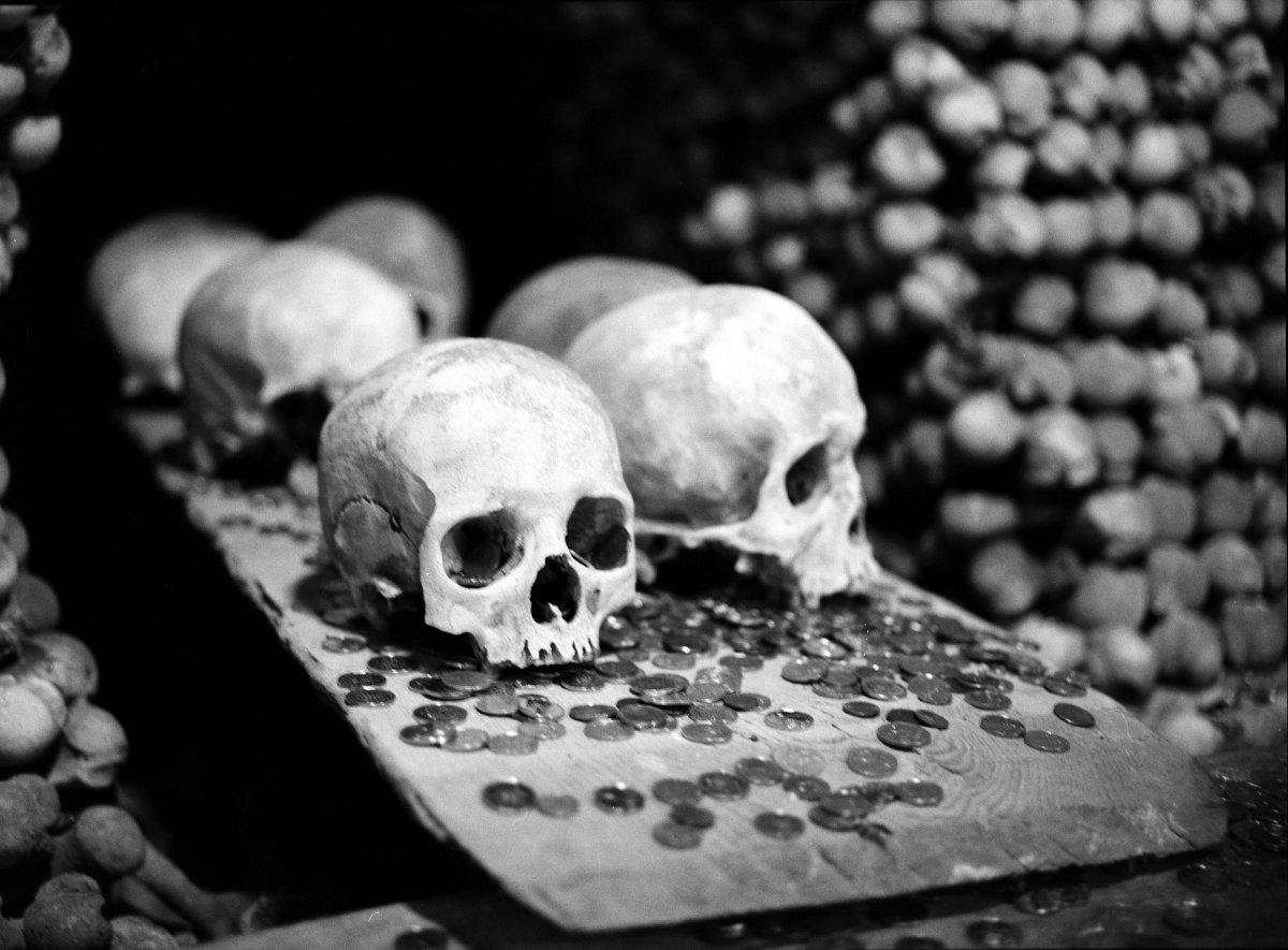 Esta capela perturbadoramente bonita é adornada com milhares de esqueletos 15