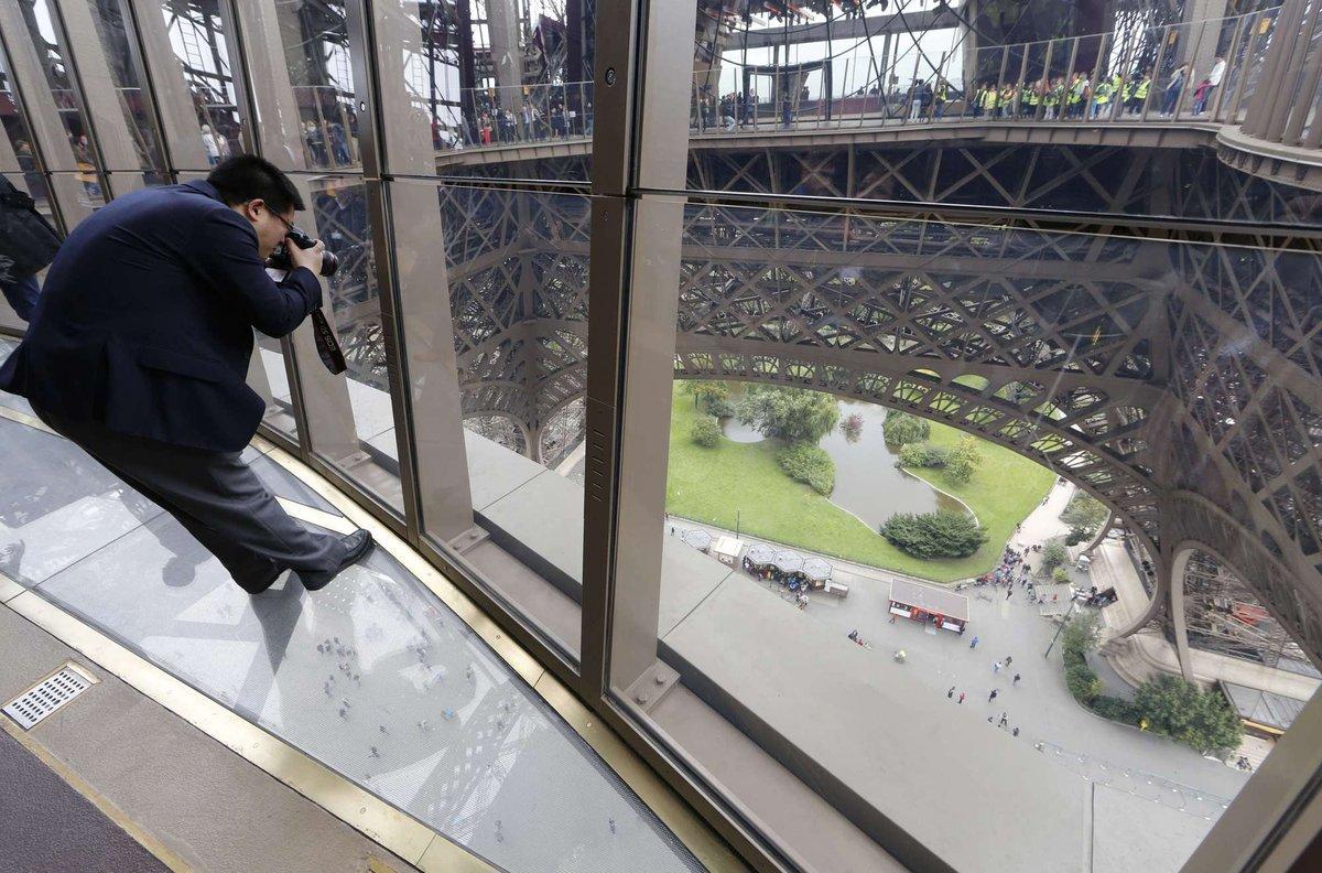 A torre Eiffel, de vidro: assim é o novo piso da célebre atração de Paris 02
