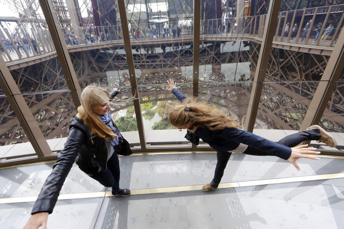A torre Eiffel, de vidro: assim é o novo piso da célebre atração de Paris 03