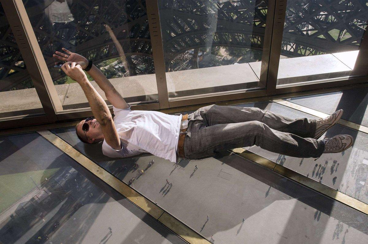A torre Eiffel, de vidro: assim é o novo piso da célebre atração de Paris 04