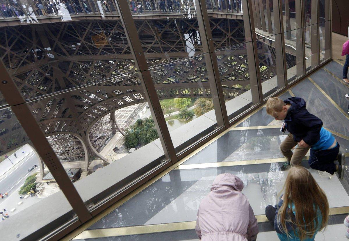 A torre Eiffel, de vidro: assim é o novo piso da célebre atração de Paris 05