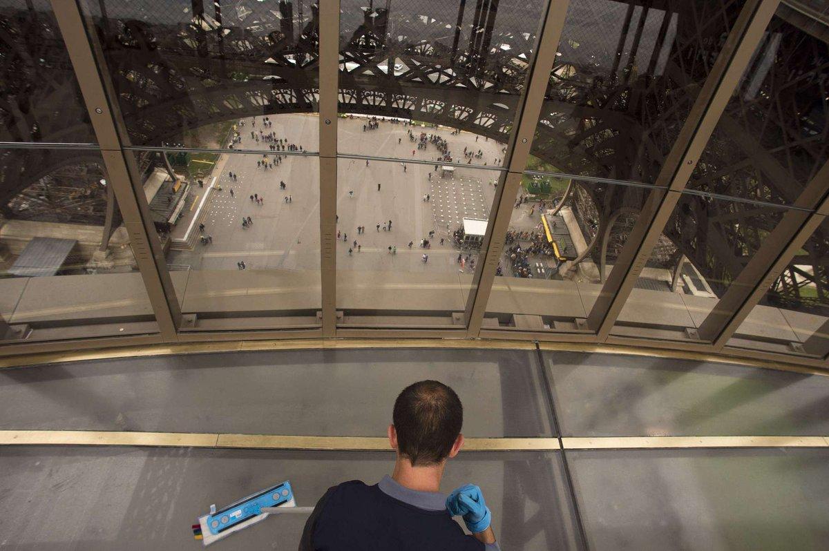 A torre Eiffel, de vidro: assim é o novo piso da célebre atração de Paris 06