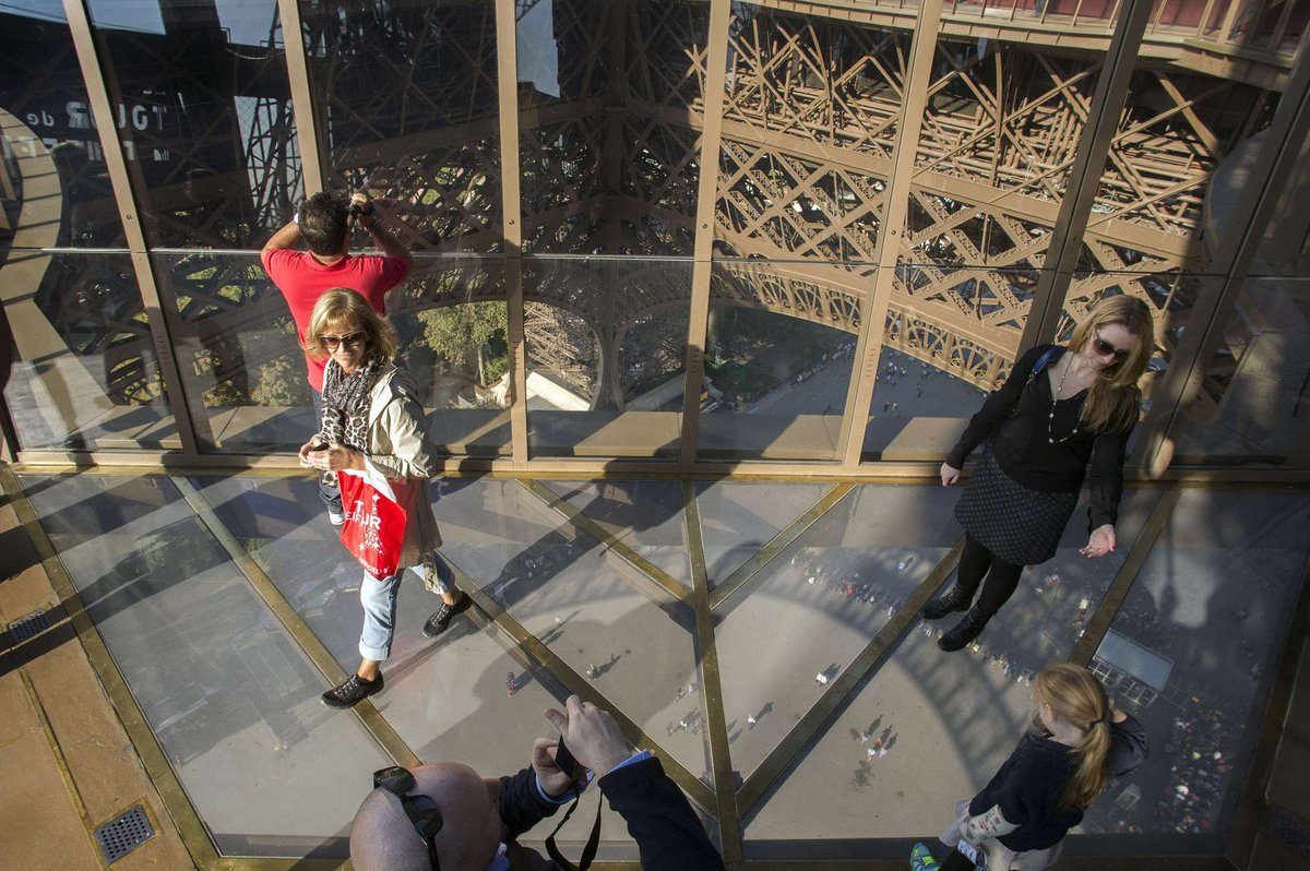 A torre Eiffel, de vidro: assim é o novo piso da célebre atração de Paris 07