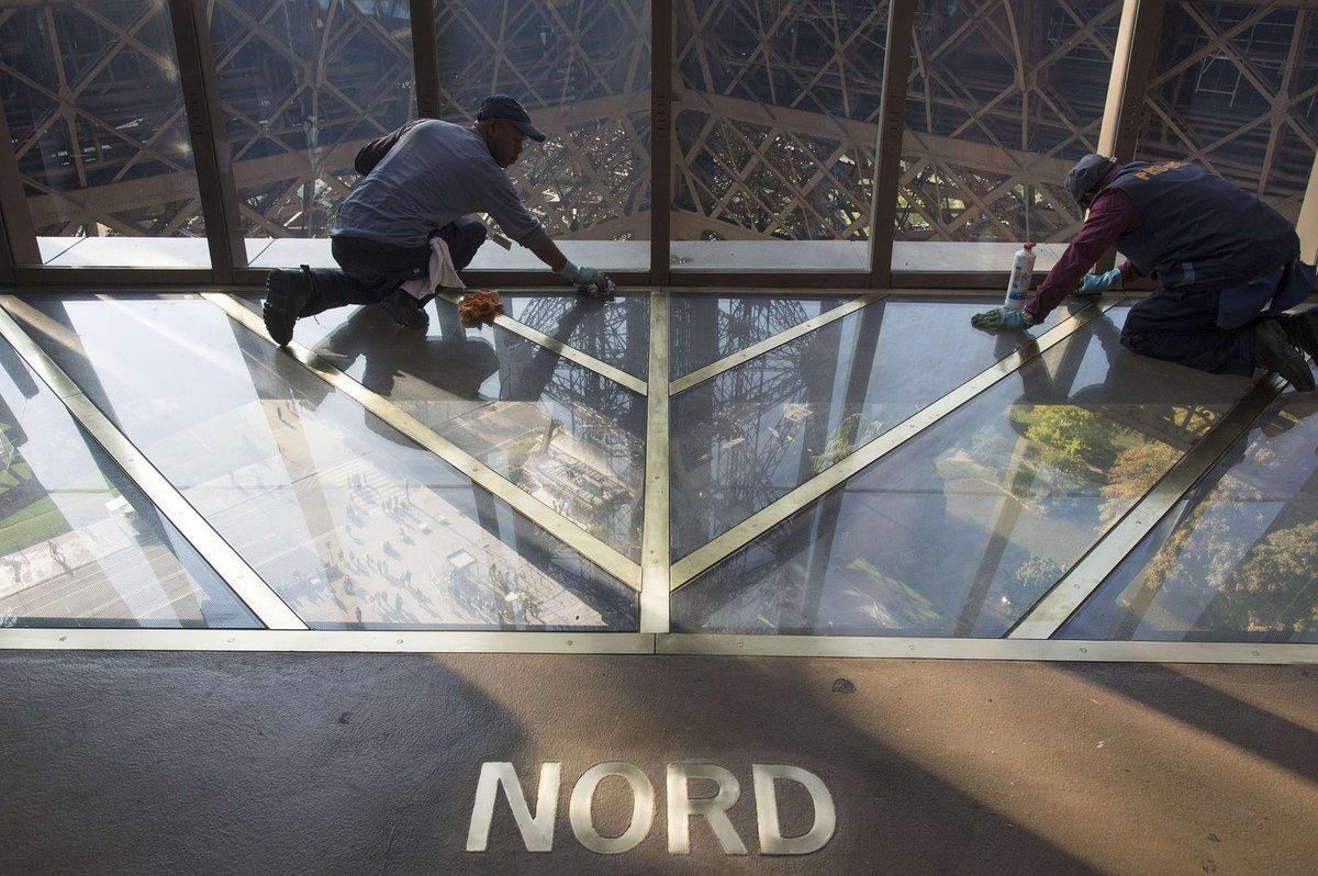 A torre Eiffel, de vidro: assim é o novo piso da célebre atração de Paris 08