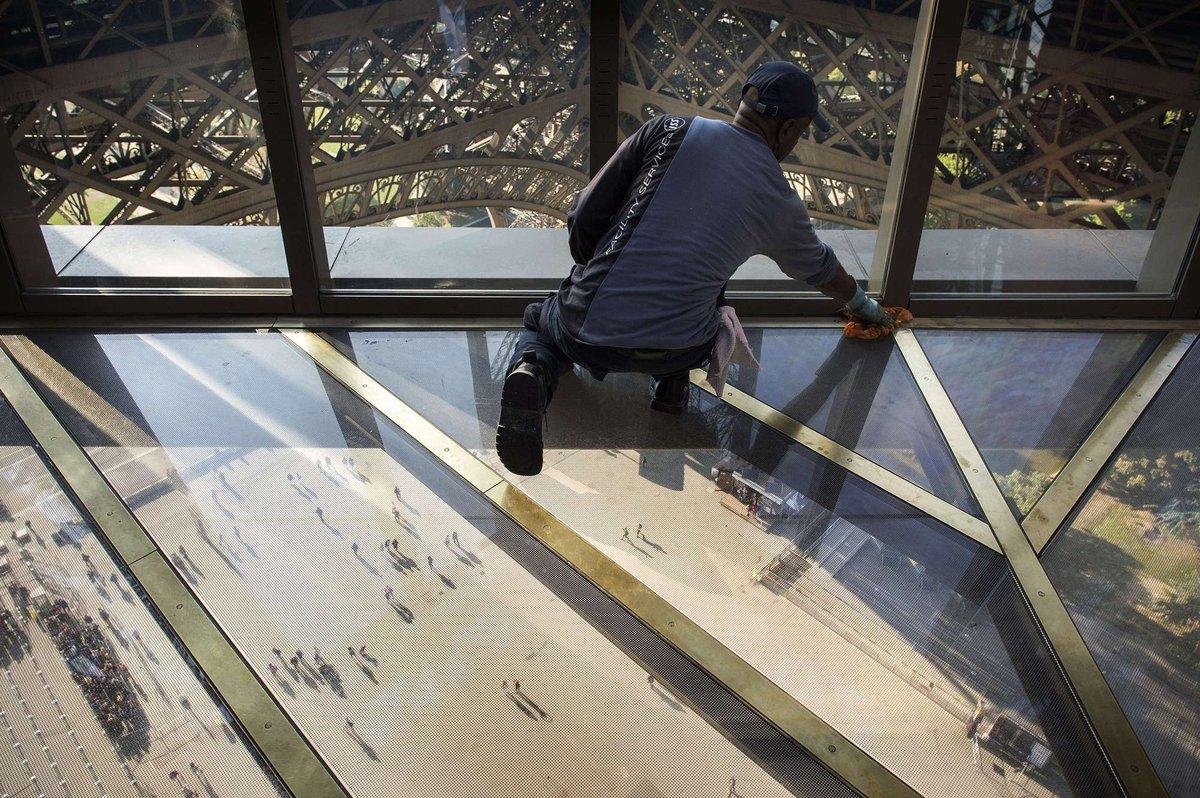 A torre Eiffel, de vidro: assim é o novo piso da célebre atração de Paris 09