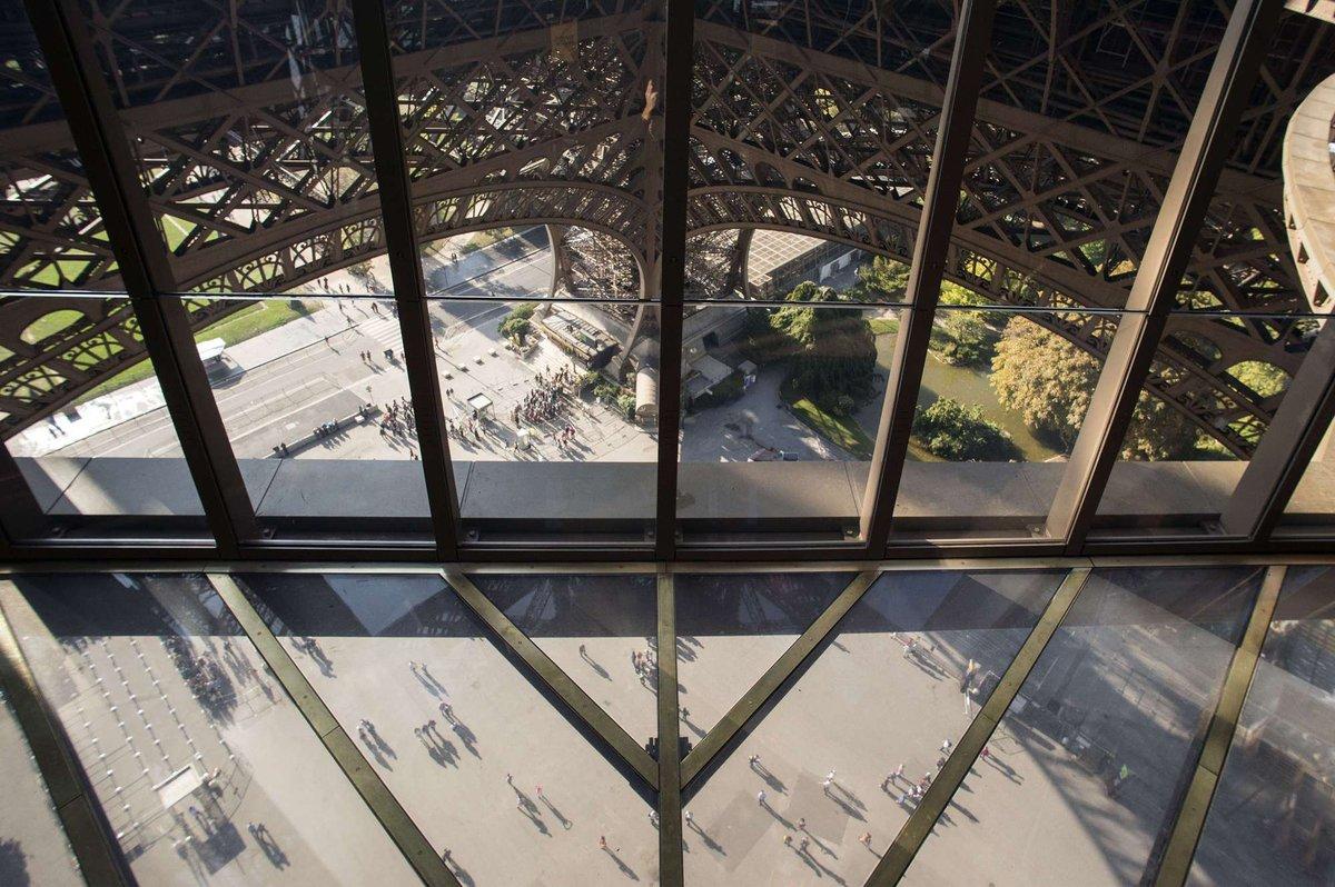 A torre Eiffel, de vidro: assim é o novo piso da célebre atração de Paris 11