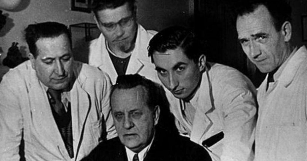 Dilema: o livro de anatomia dos nazistas que ainda é usado por alguns médicos