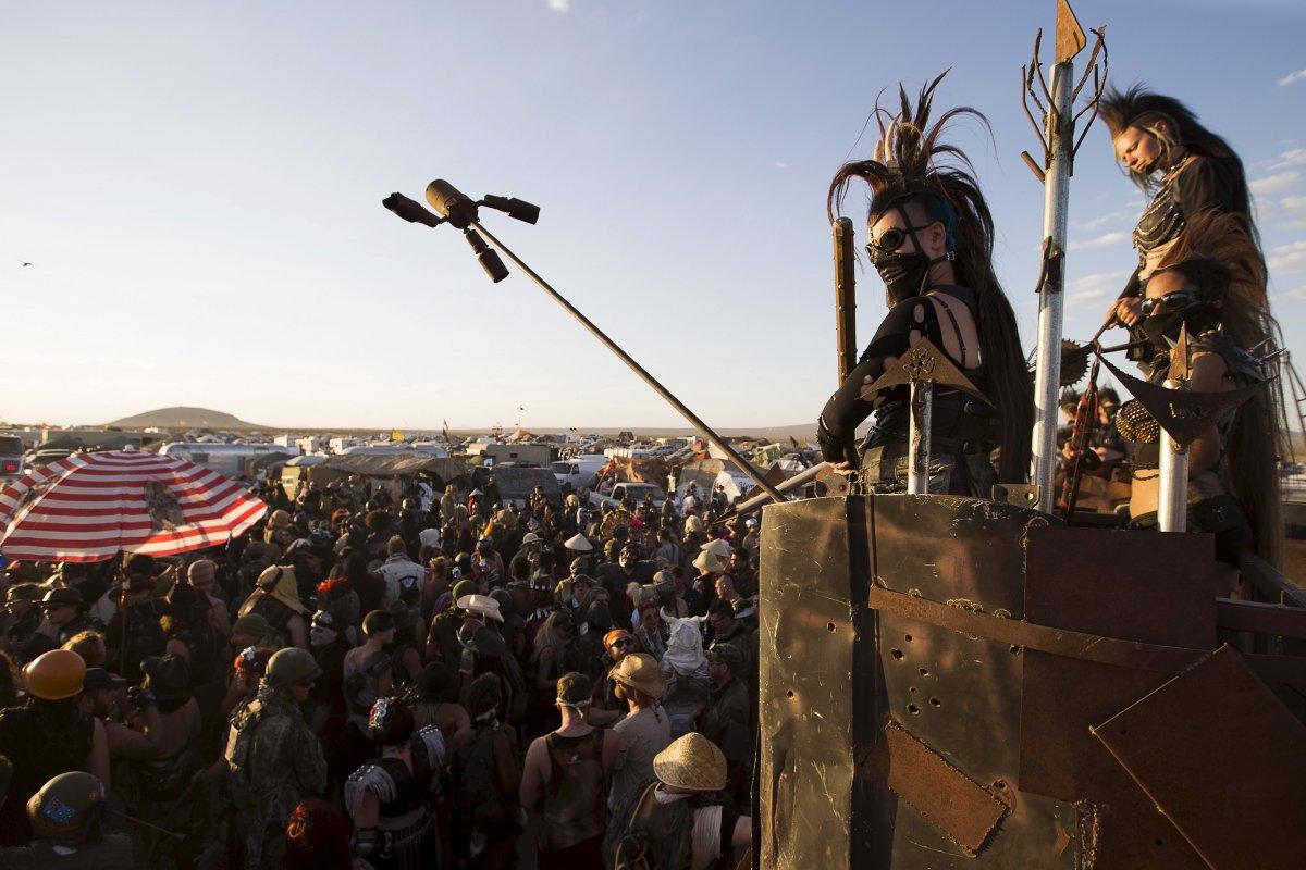 F�s de �Mad Max� constroem seu pr�prio mundo p�s-apocal�ptico no meio do deserto 01