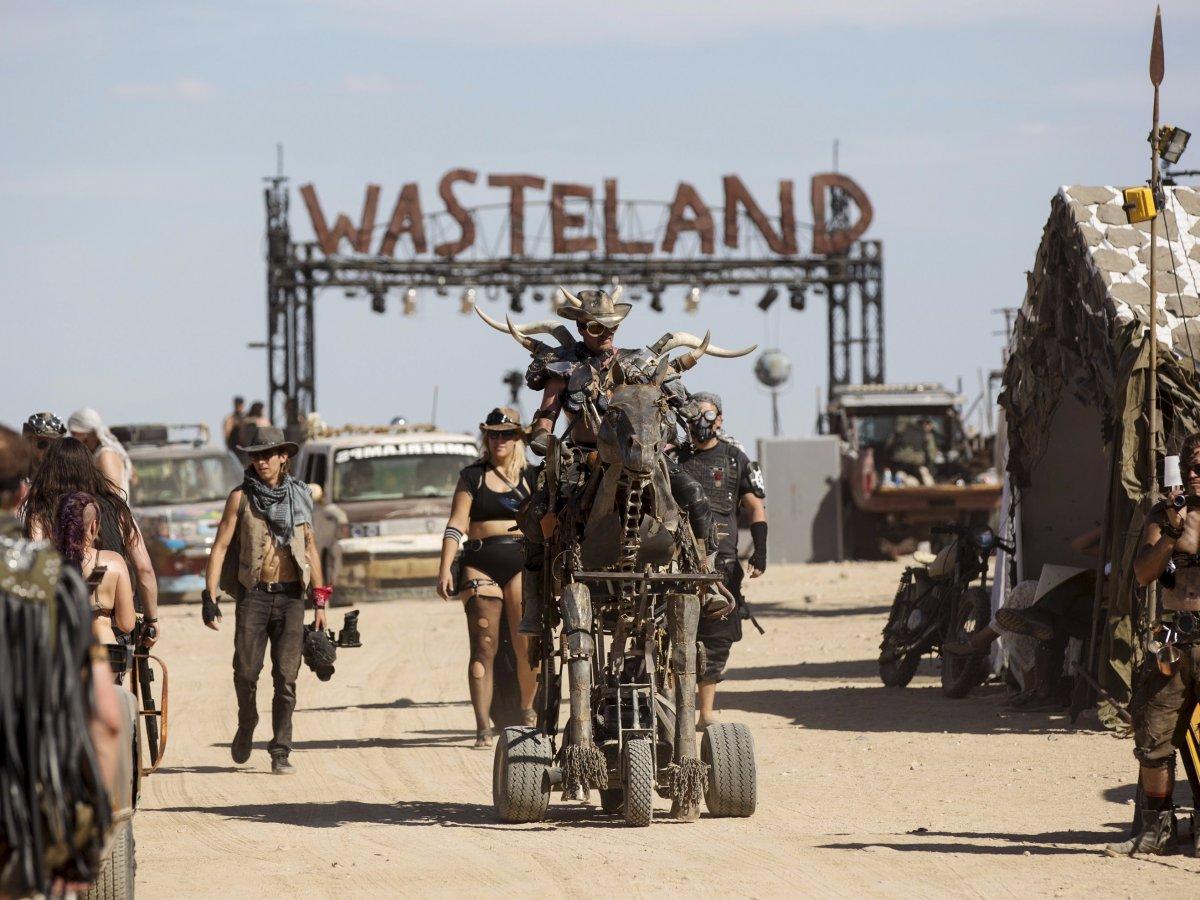 F�s de �Mad Max� constroem seu pr�prio mundo p�s-apocal�ptico no meio do deserto 02